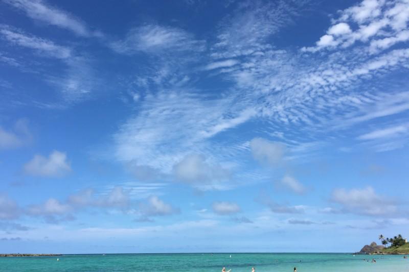 紫外線は大気中で散乱されやすく、日陰にいても、曇りの日でも注意が必要!